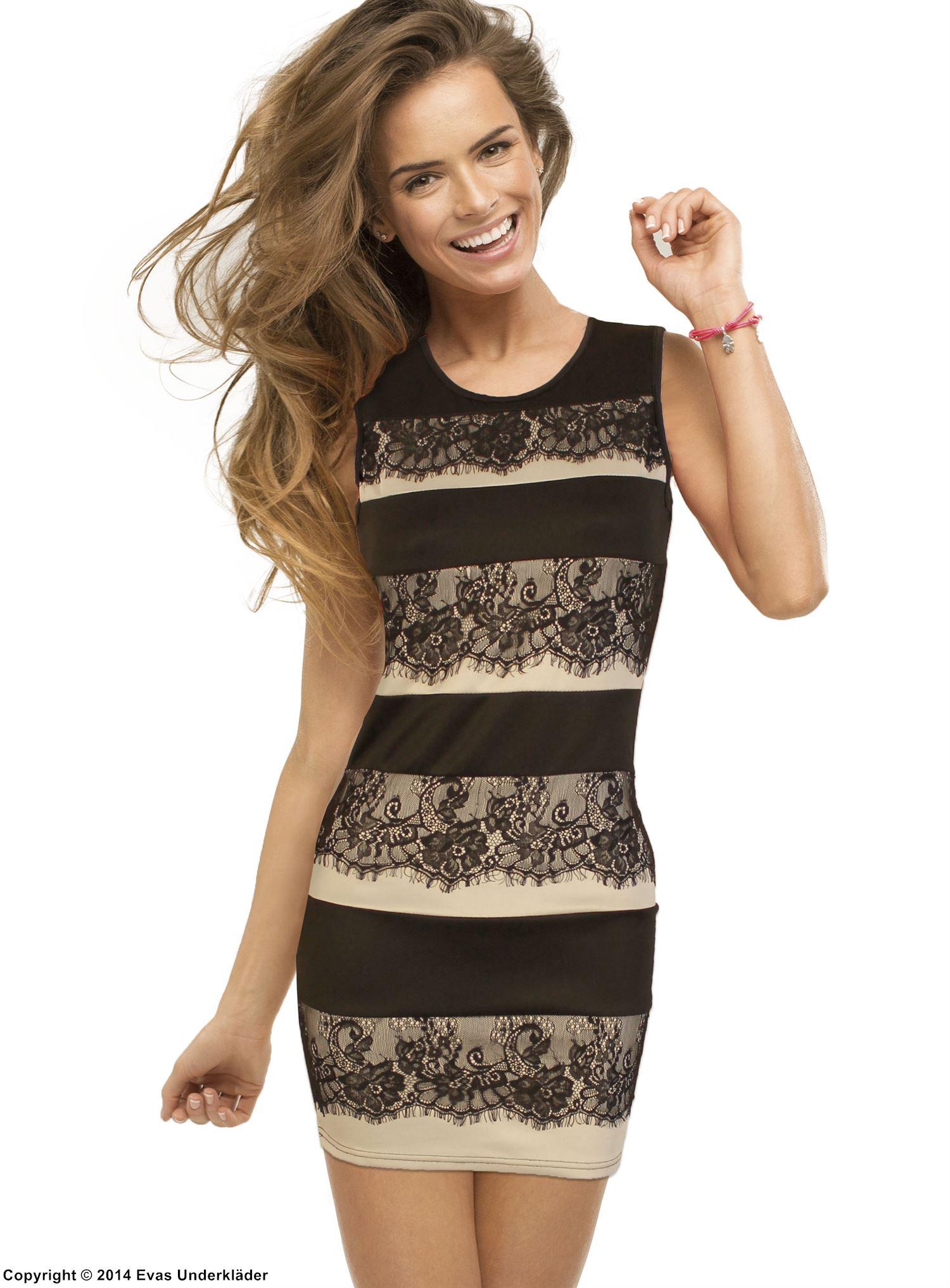 Kort klänning med spets och fransar 0d54016c81a21